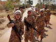IS tung video huấn luyện trẻ em chiến đấu