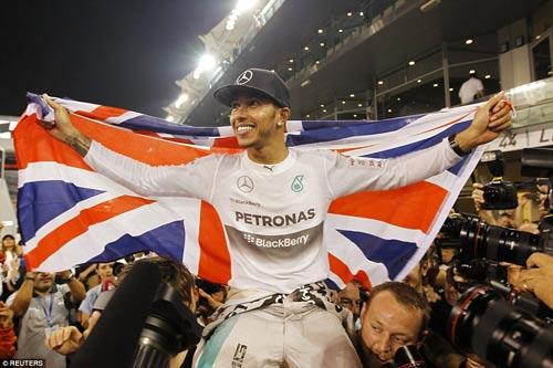 F1: Hamilton vỡ òa cảm xúc ngày vô địch thế giới - 7