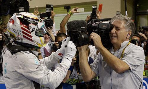F1: Hamilton vỡ òa cảm xúc ngày vô địch thế giới - 6