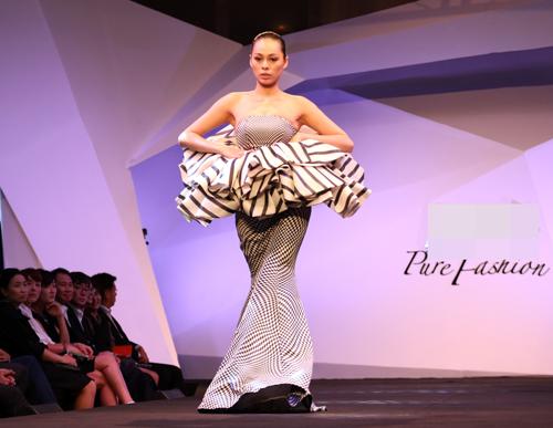 Hồng Quế gây tò mò với váy xuyên thấu - 11