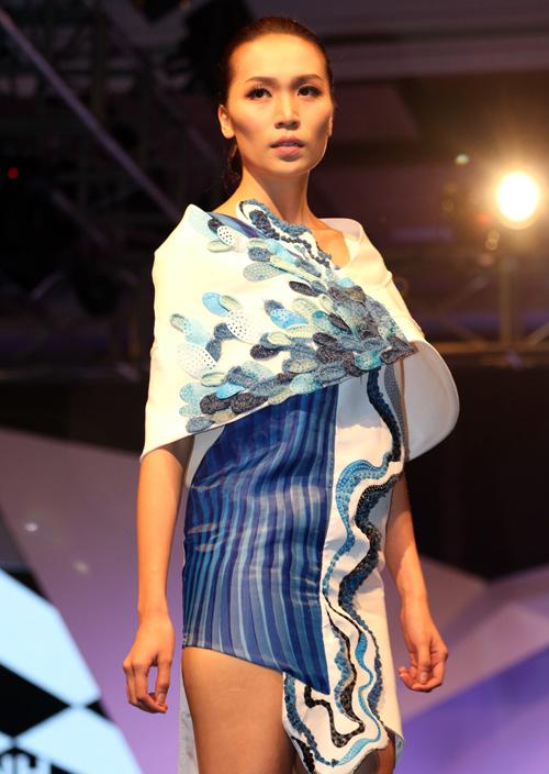 Hồng Quế gây tò mò với váy xuyên thấu - 15