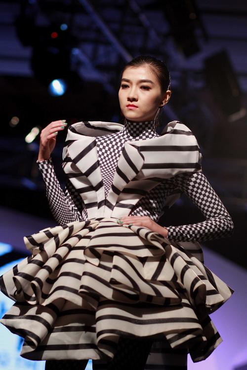 Hồng Quế gây tò mò với váy xuyên thấu - 12