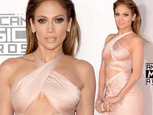 "Jennifer Lopez: 45 tuổi vẫn ""mòn con mắt"""