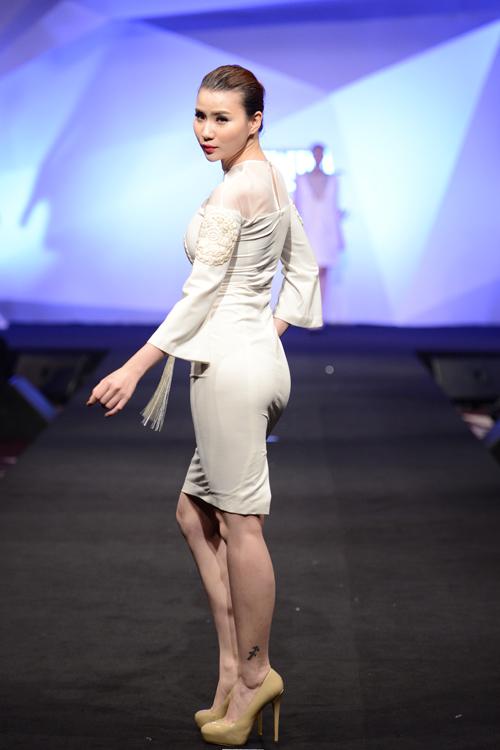 Minh Triệu, Hoàng Thùy đọ bước trên sàn catwalk - 5