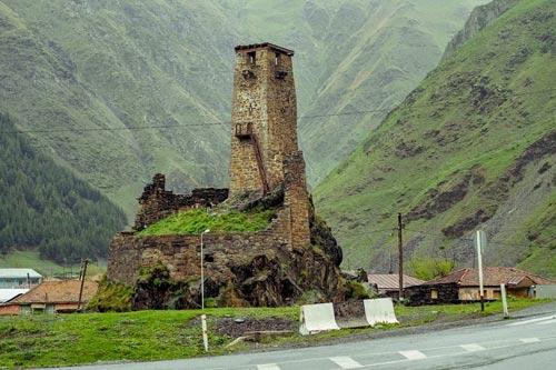 Thăm ngôi làng của những tháp đá nghìn năm tuổi - 2