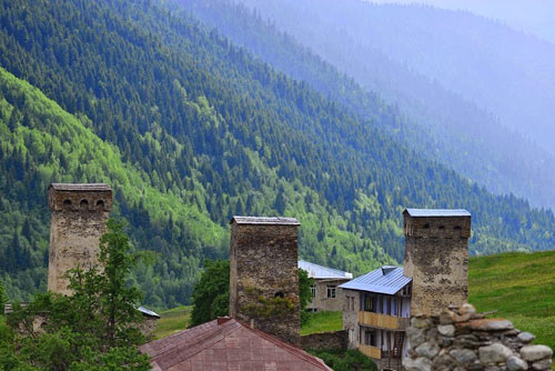 Thăm ngôi làng của những tháp đá nghìn năm tuổi - 3