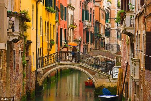 Khách du lịch kéo vali ở Venice sẽ bị phạt 600 USD - 2