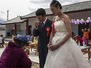 """Đám cưới cảm động phá vỡ """"lời nguyền'' hơn 60 năm"""