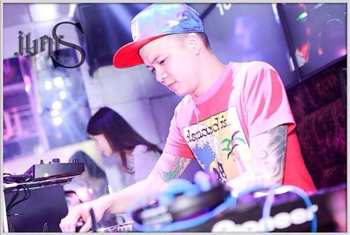 """Nghề DJ ở Việt Nam: """"Lính mới tò te"""" cũng mở lớp dạy"""