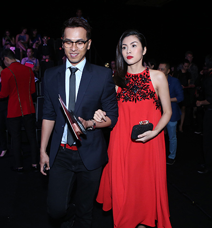 Tăng Thanh Hà mặc váy rộng đi xem thời trang - 1