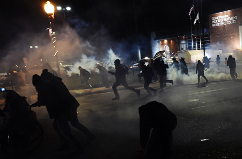 Mỹ: Điều Vệ binh Quốc gia ngăn bạo lực kinh hoàng - 4