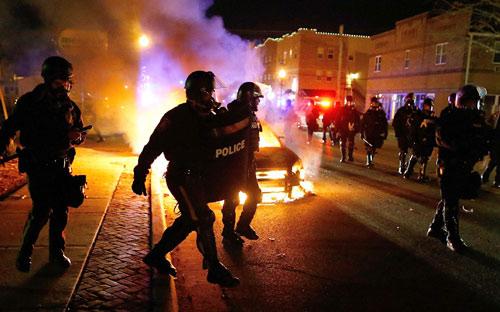 Mỹ: Điều Vệ binh Quốc gia ngăn bạo lực kinh hoàng - 6