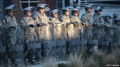 Mỹ: Điều Vệ binh Quốc gia ngăn bạo lực kinh hoàng - 1