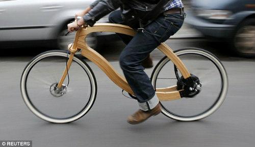 """""""Chơi trội"""" với chiếc xe đạp điện bằng gỗ - 2"""