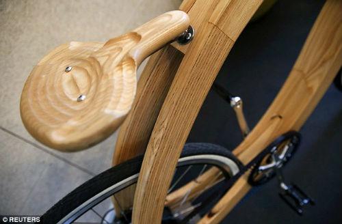 """""""Chơi trội"""" với chiếc xe đạp điện bằng gỗ - 4"""
