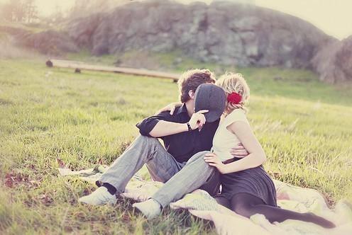 Thơ tình: Tình yêu đầu tiên của anh