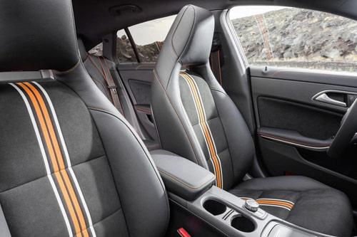 Mercedes-Benz CLA và CLA 45 AMG Shooting Brake lộ diện - 13