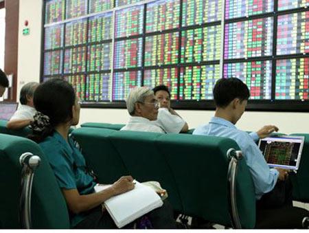 VN-Index đột ngột giảm sâu, nhà đầu tư đổ tiền bắt đáy - 1