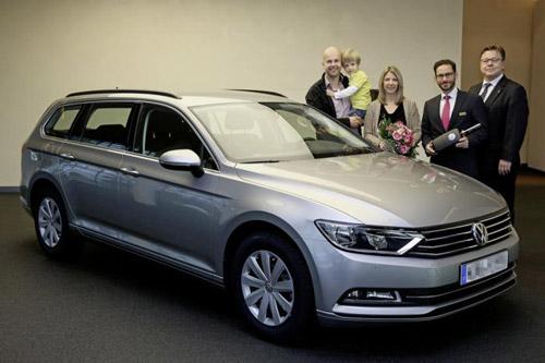 Volkswagen Passat 2015 đầu tiên đến tay khách hàng - 1