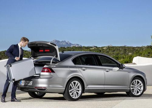 Volkswagen Passat 2015 đầu tiên đến tay khách hàng - 3