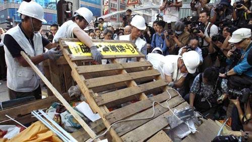 """Thủ lĩnh bị bắt, biểu tình Hong Kong """"chết yểu"""" - 4"""