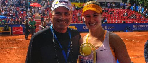 Bouchard thay HLV, Sharapova hẹn tranh tài ở Brisbane - 1