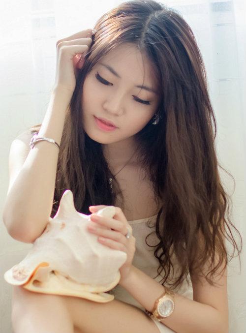 Vẻ đẹp hút hồn của nữ sinh giống Hoa hậu Hà Kiều Anh
