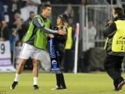 Fan nữ tràn sân, khóc đỏ mắt vì được gặp Ronaldo