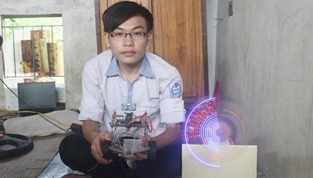 Cậu học trò chế tạo robot thám hiểm