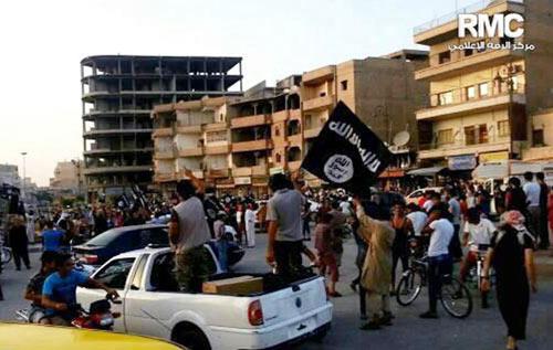 """""""Cây gậy và củ cà rốt"""" của phiến quân IS - 3"""