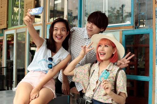 """Phở & Chi Pu """"vi vu vui vẻ"""" với Galaxy V"""