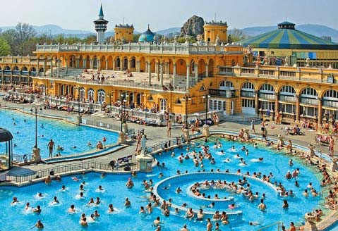 Thư giãn tại hồ nước nóng lớn nhất Hungary - 1