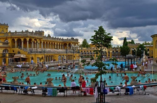 Thư giãn tại hồ nước nóng lớn nhất Hungary - 3