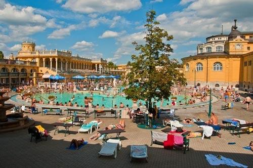 Thư giãn tại hồ nước nóng lớn nhất Hungary - 7