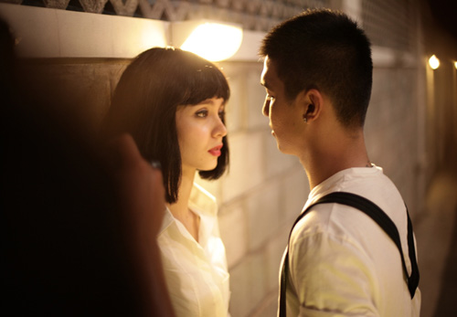 Cường Seven diễn cảnh hôn với bạn gái tin đồn - 1