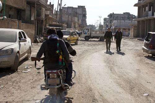 IS điều xe tăng tấn công thị trấn Kobani từ cả 4 phía - 2