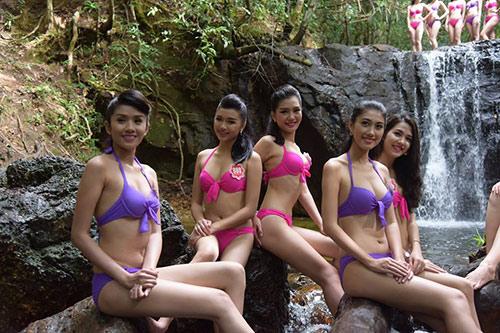 Thí sinh Hoa hậu VN mặc bikini đua sắc bên suối - 1