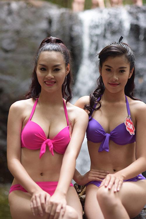 Thí sinh Hoa hậu VN mặc bikini đua sắc bên suối - 5