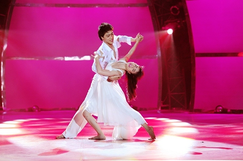Tình yêu của cặp vũ công thăng hoa trên sân khấu nhảy múa - 1