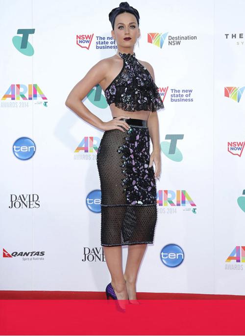 Katy Perry mặc trang phục gây tranh cãi lên thảm đỏ - 1