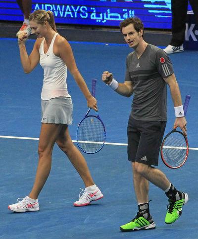 Sharapova vẫn tươi cười dù đội nhà liên tiếp thất bại - 1