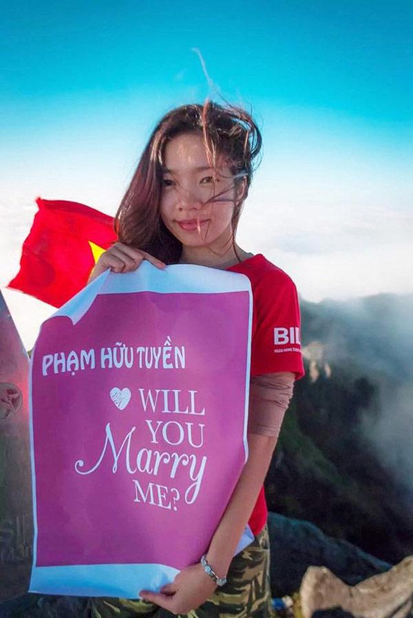 Chuyện tình 9X cầu hôn bạn trai trên đỉnh Fansipan