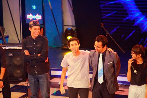 Quyền Linh ấn tượng với màn trình diễn 'bất thường' trên sân khấu - 6