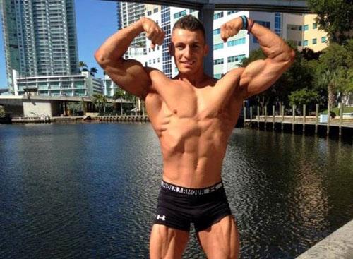 Chàng trai IT chia sẻ, sau 3 năm tập luyện và có được thân hình 6 múi, cơ bắp ưng ý, anh bắt đầu thấy được sự hiệu quả của việc rèn luyện đối với sức khỏe và cuộc sống của mình. Tuy nhiên để duy trì được vóc dáng này, anh phải có một chế độ nuôi cơ thể đặc biệt. Theo đó, anh sẽ tập đều đặn 5 buổi/tuần và ăn 8 bữa/ngày.