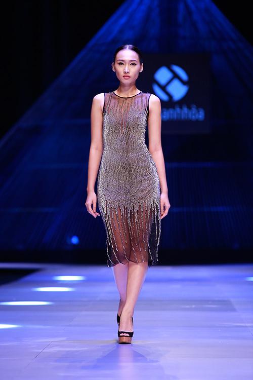 """Minh Triệu mặc váy """"ngàn hoa"""" lạ mắt - 3"""