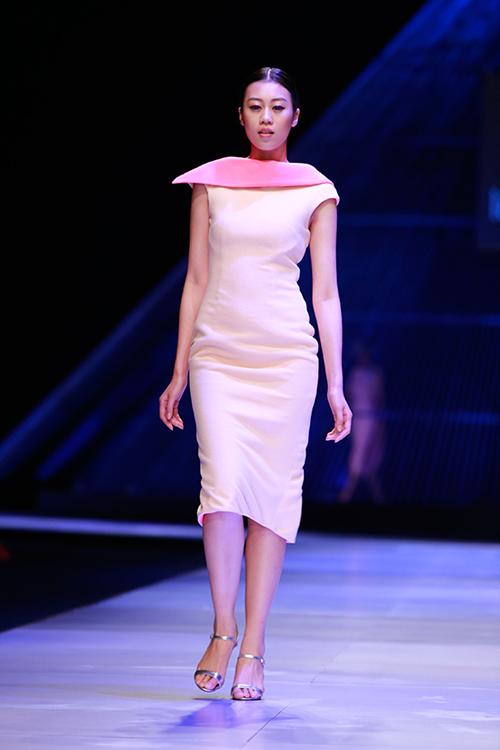 """Minh Triệu mặc váy """"ngàn hoa"""" lạ mắt - 7"""
