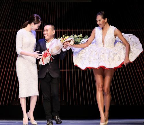 """Minh Triệu mặc váy """"ngàn hoa"""" lạ mắt - 11"""