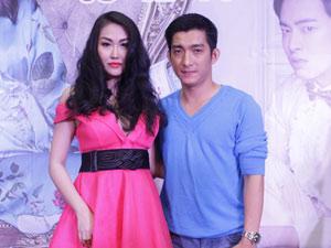 Phi Thanh Vân dịu dàng đi xem phim cùng chồng trẻ