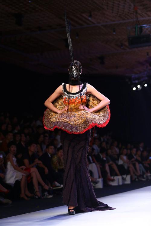 """Minh Triệu mặc váy """"ngàn hoa"""" lạ mắt - 16"""