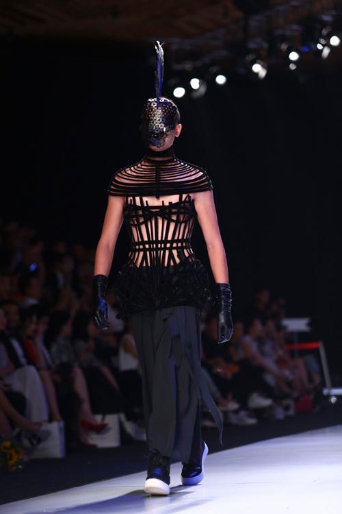 """Minh Triệu mặc váy """"ngàn hoa"""" lạ mắt - 17"""